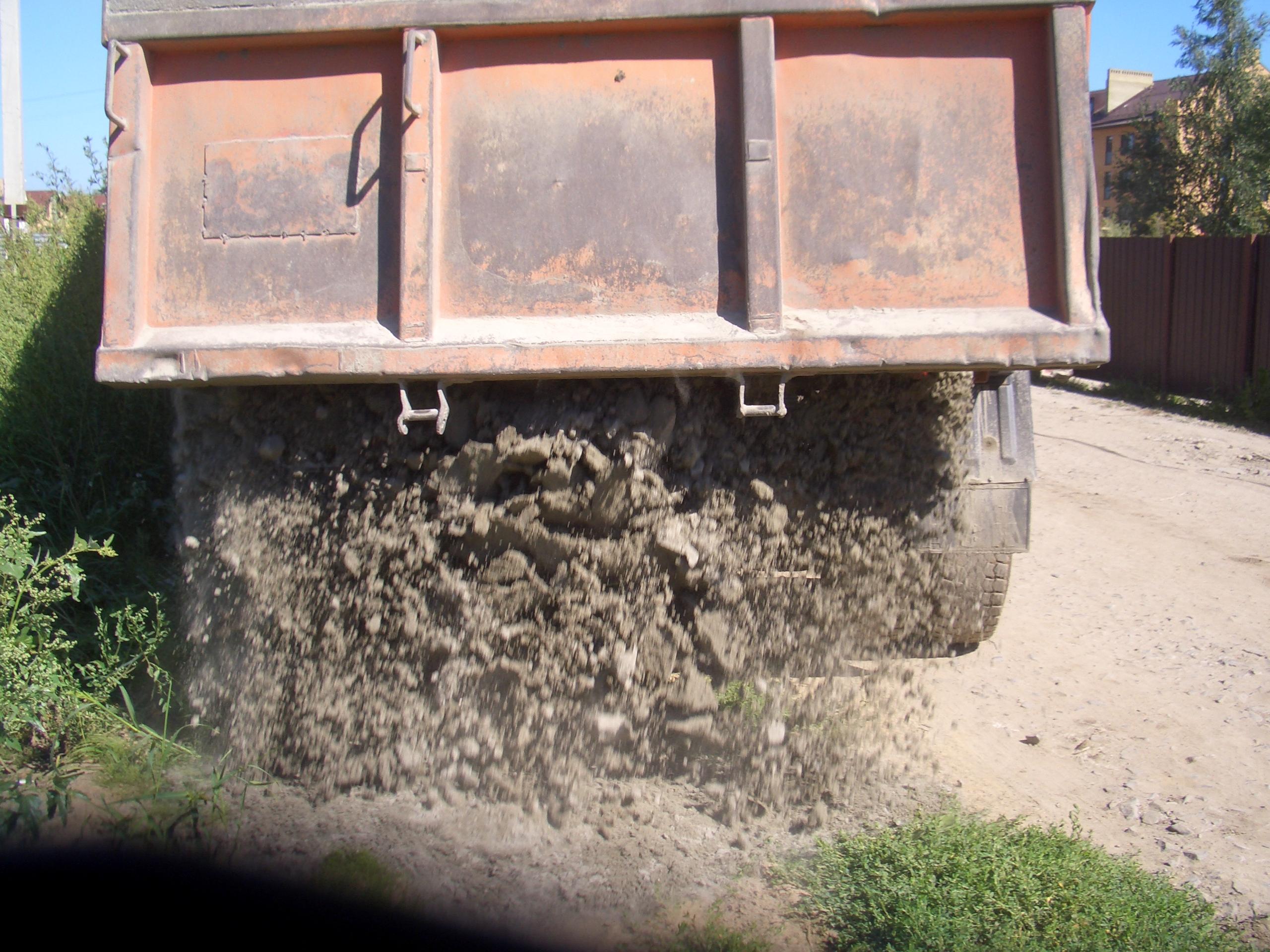 Строительный песок ( сеяный ) от 350-600 р/т с доставкой.